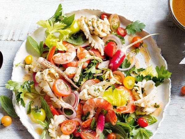 Món salad hải sản Thái chua cay