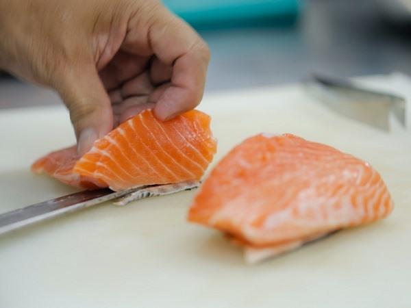 kỹ thuật dùng dao chế biết món sushi