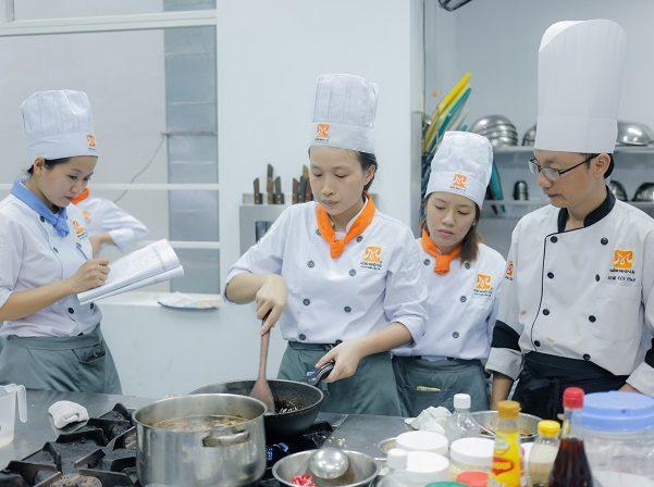 bếp trưởng điều hành là cấp bậc cao nhất trong nghề bếp