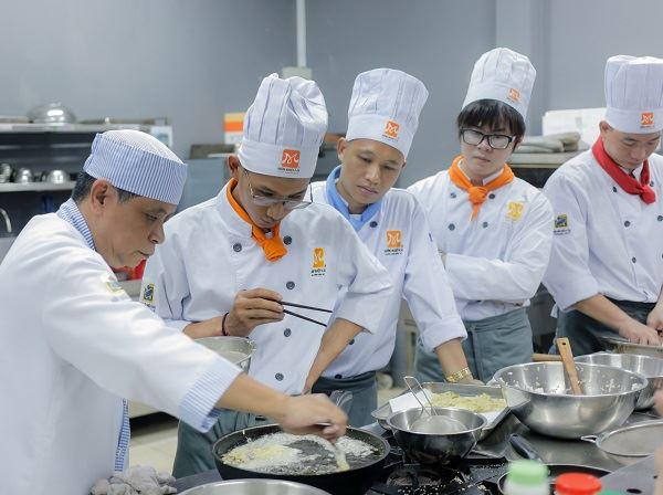 giảng viên bếp Nhật