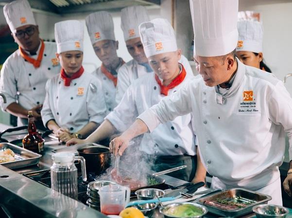 Bếp trưởng điều hành là người vũng kiến thức đa tài về nghề bếp