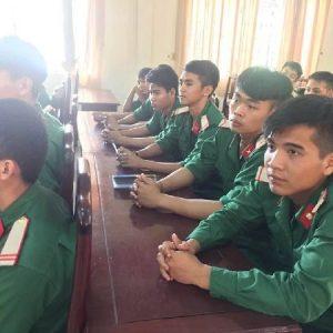 bộ đội tham gia 1 lớp huấn luyện