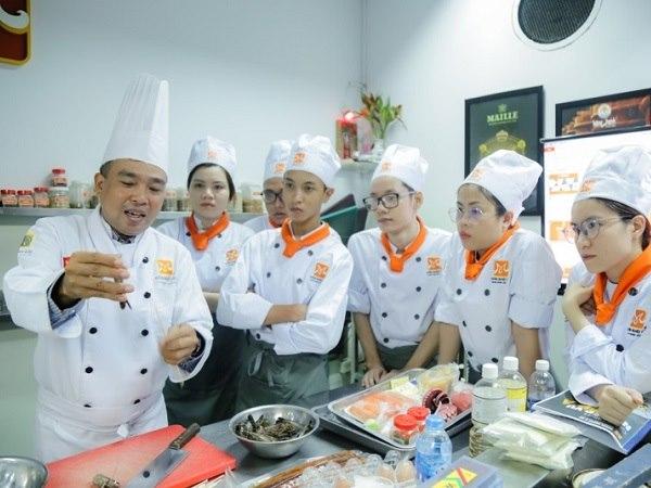 chương trình đào tạo bếp trưởng bếp á