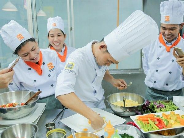 lớp học nấu ăn bếp thực dưỡng