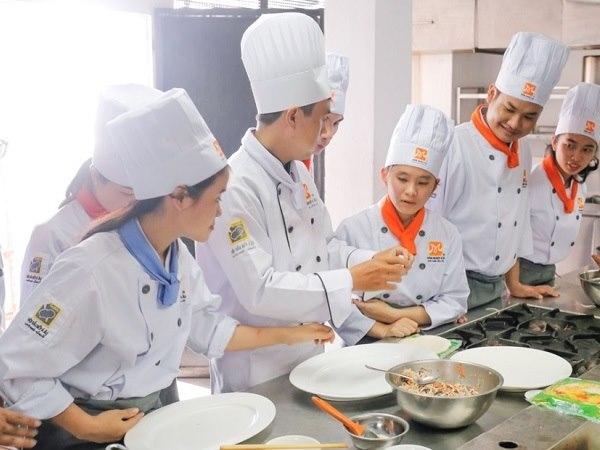 nhiều bạn trẻ tìm đến học nấu ăn