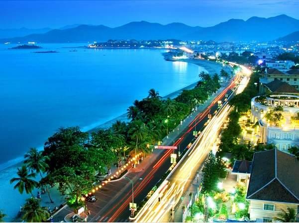 đường phố cập biển Đà Nẵng