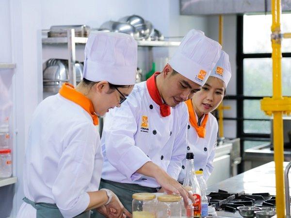 Vừa Học Vừa Làm Phụ Bếp, Đầu Bếp Tại Tphcm